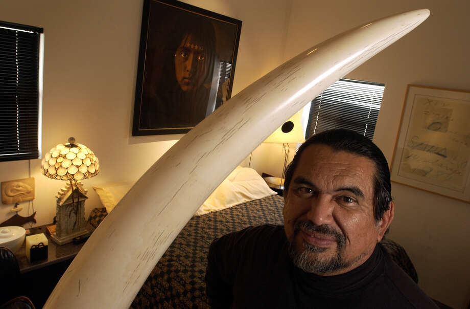 Granite sculptor Jesus Moroles poses for a photo in his home in Rockport, Texas, in February 2004. Photo: TIM ZIELENBACH /AP / CALLER-TIMES