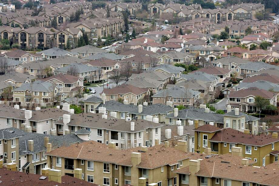 FILE - In this Jan. 21, 2009 file photo, a residential area is seen in San Jose, Calif. California cities have broad authority to require builders to include a percentage of affordable housing in new projects, the state Supreme Court ruled Monday, June 15, 2015. The U.S. Supreme Court refused to hearing an appeal of that ruling on Feb. 29, 2016, meaning affordable housing requirements remain intact in more than 170 California cities, including San Francisco and cities in Silicon Valley, where skyrocketing housing prices have led to calls for more affordable housing. (AP Photo/Marcio Jose Sanchez, File) Photo: Marcio Jose Sanchez, Associated Press