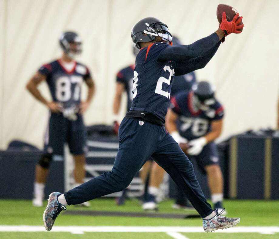 After finding himself at a personal and professional crossroads a year ago, running back Arian Foster is taking a different approach with the media during minicamp this preseason. Photo: Brett Coomer, Staff / © 2015 Houston Chronicle