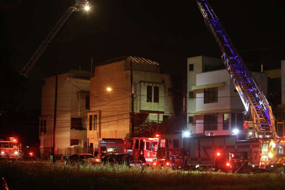 A fire broke out at townhomes under construction in the 2100 block of Holman Tuesday night. Photo: Dylan Aguilar, Houston Chronicle / © 2015 Houston Chronicle