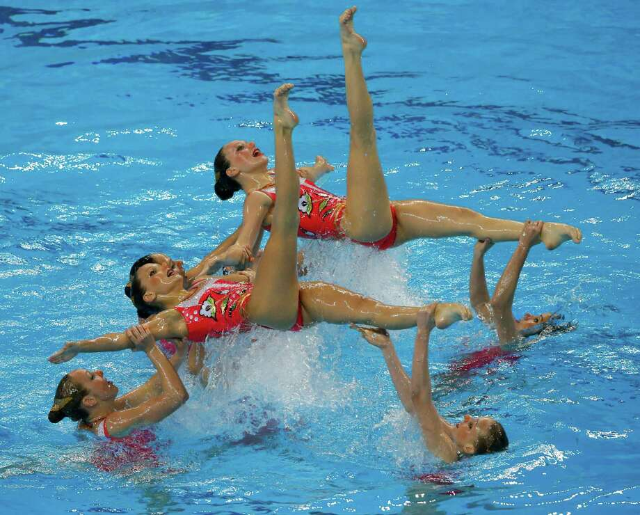 Team of Russia perform during synchronised swimming, team free route final at the 2015 European Games in Baku, Azerbaijan, Monday, June 15, 2015. Photo: Dmitry Lovetsky, Associated Press / AP