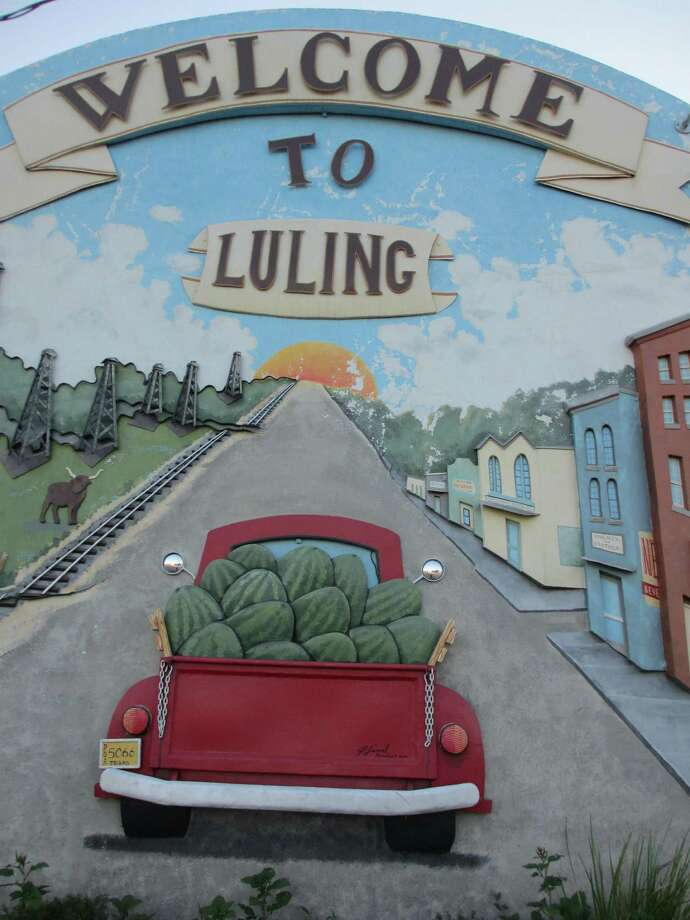 "This ""Welcome to Luling"" 3D mural on the side of a downtown building shows a couple of the things that made Luling famous -- watermelons and the discovery of oil. Photo: Terry Scott Bertling / San Antonio Express-News"