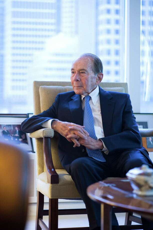 Maurice Greenberg, shown last month,  former CEO of  American International Group Inc. (AIG), had been seeking $40 billion in compensation from the government. (Evan Sung ./.Bloomberg) Photo: Evan Sung / © 2015 Bloomberg Finance LP