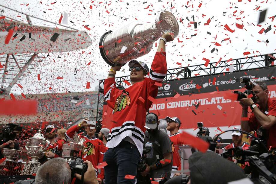 Chicago defenseman Niklas Hjalmarsson of Sweden holds up the team's third Stanley Cup in six years during a Soldier Field rally. Photo: Nam Y. Huh, Associated Press