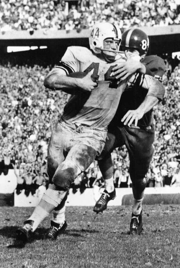 CIRCA 1955-57: John David Crow #44 running back of the Texas A&M Aggies runs the ball up field at Kyle Field in College Station, Texas. (Photo by Texas A&M/Collegiate Images/Getty Images) Photo: Collegiate Images, Contributor / 2009 Texas A&M