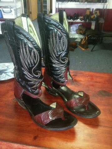 b77e17477 Although these boots can t be found in a Lucchese store