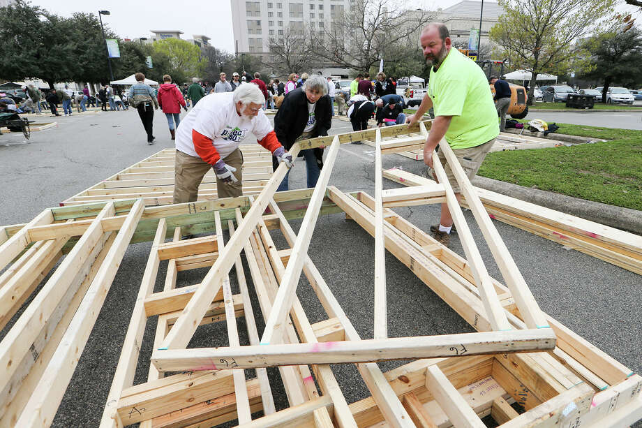 Housebuilders such as Habitat for Humanity will have a role in closing the affordable housing gap. Photo: Marvin Pfeiffer /San Antonio Express-News / Express-News 2015
