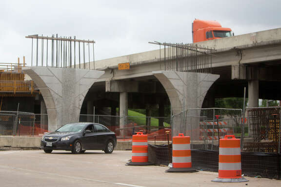 A Woodlands-based contractor, part of a larger Mexican company, has defaulted on its part of the U.S. 290 expansion and left the site with the job unfinished. (Cody Duty / Houston Chronicle)