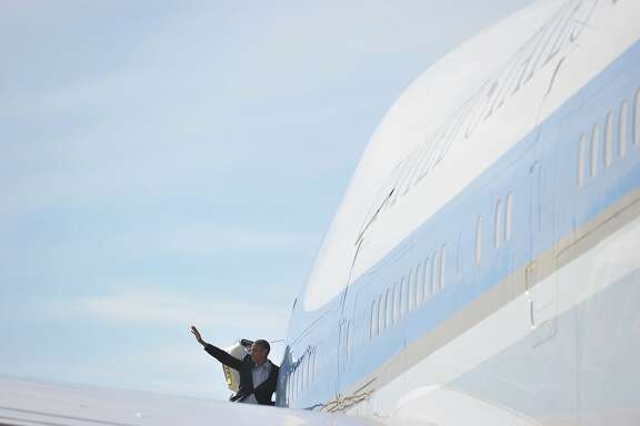 US President Barack Obama makes his way to board Air Force One before departing from San Francisco International Airport on June 20, 2015. AFP PHOTO/MANDEL NGANMANDEL NGAN/AFP/Getty Images