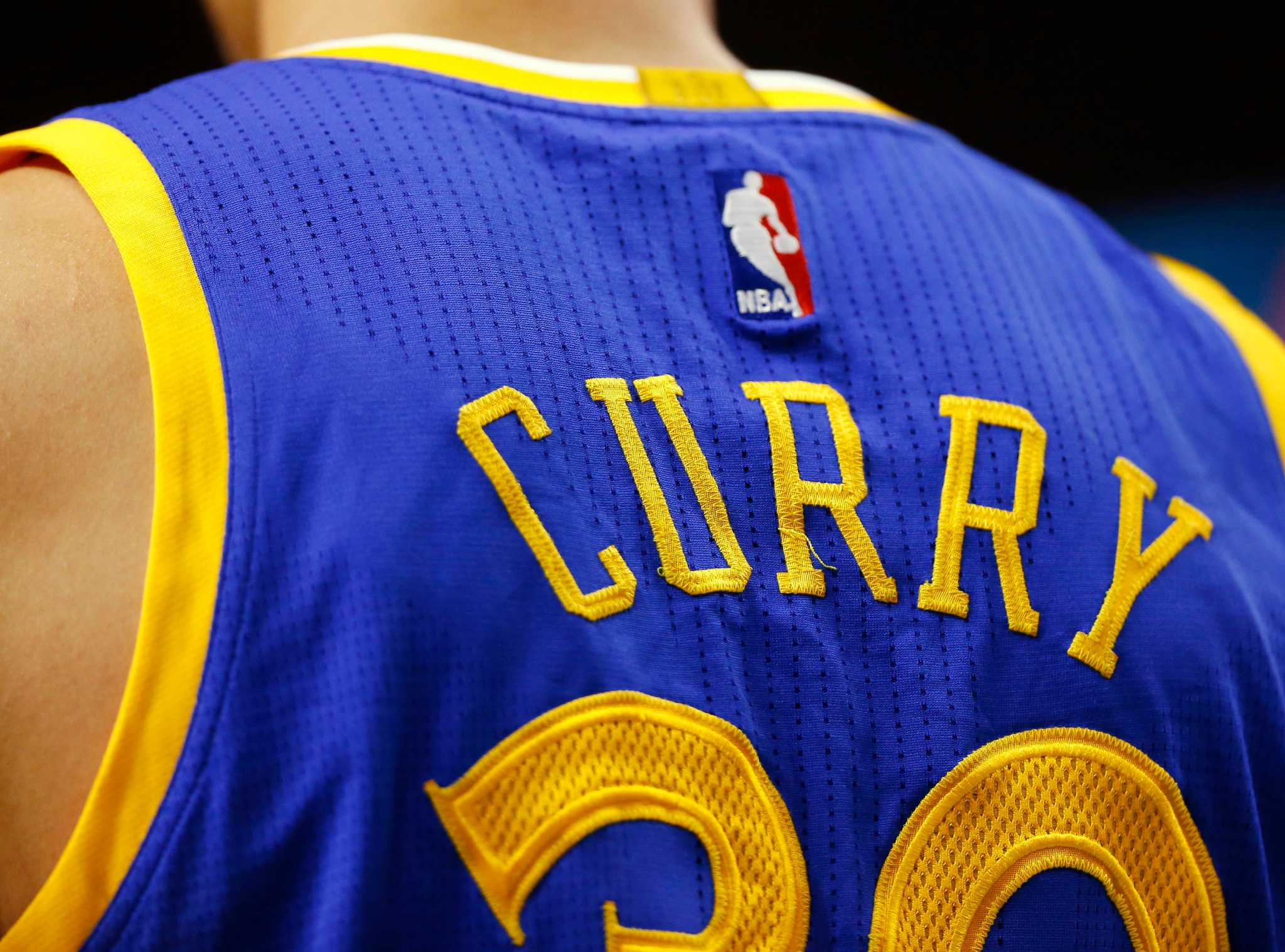 Steph Curry finally unseats LeBron James as most popular jersey in NBA -  SFGate 8570b8a25