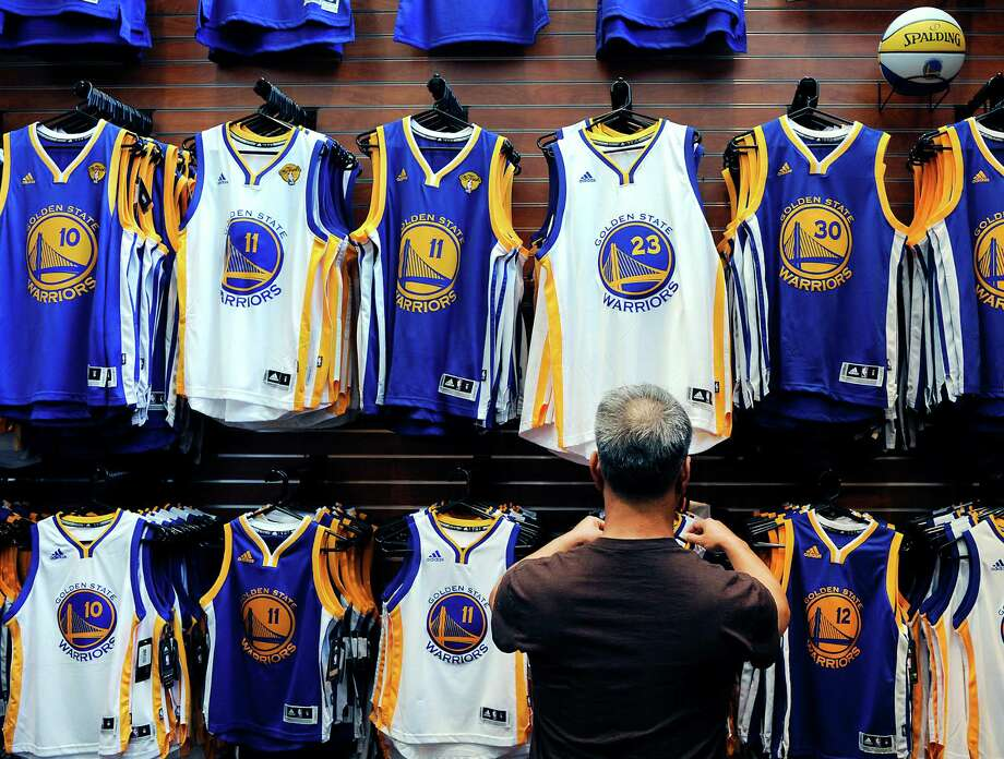 All the popular player jerseys are on display at the team store at Oracle Arena. Photo: Michael Short / Michael Short / Special To The Chronicle / ONLINE_YES
