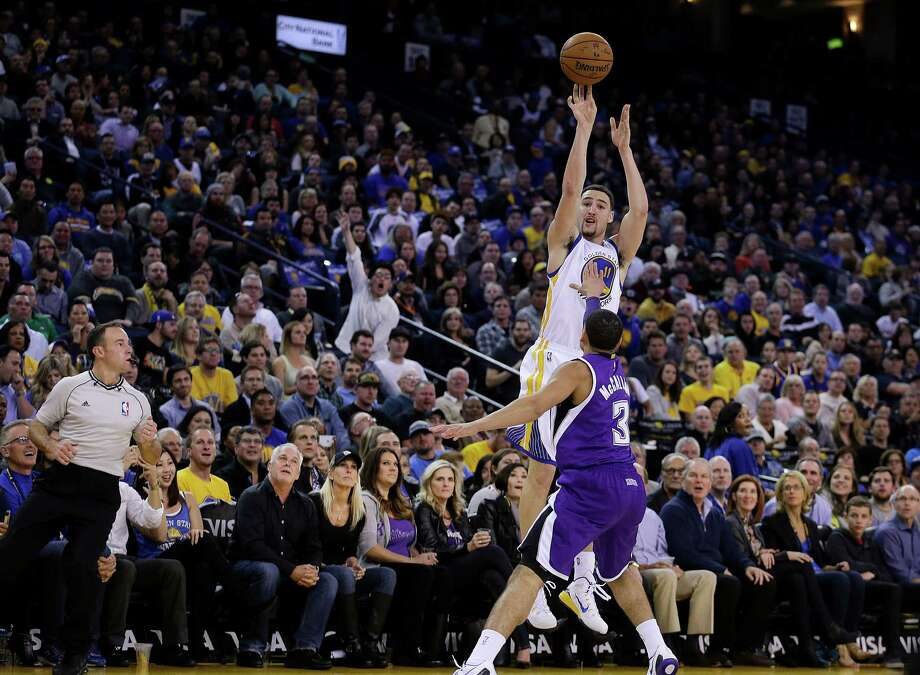 Klay Thompson shoots over Ray McCallum in the third quarter on Jan. 23. Thompson attempted nine three-pointers, four two-pointers and two free throws in the quarter and made them all. Photo: Ben Margot / AP / AP