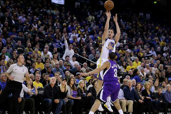 Klay Thompson shoots over Ray McCallum in the third quarter on Jan. 23. Thompson attempted nine three-pointers, four two-pointers and two free throws in the quarter and made them all.