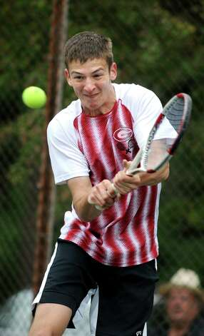 Gilderland's Alex Federov returns the ball to Albany Academy's Michael Haelen during their Section II tennis final on Thursday, May 21, 2015, at Central Park tennis courts in Schenectady, N.Y. (Cindy Schultz / Times Union) Photo: Cindy Schultz / 00031944A