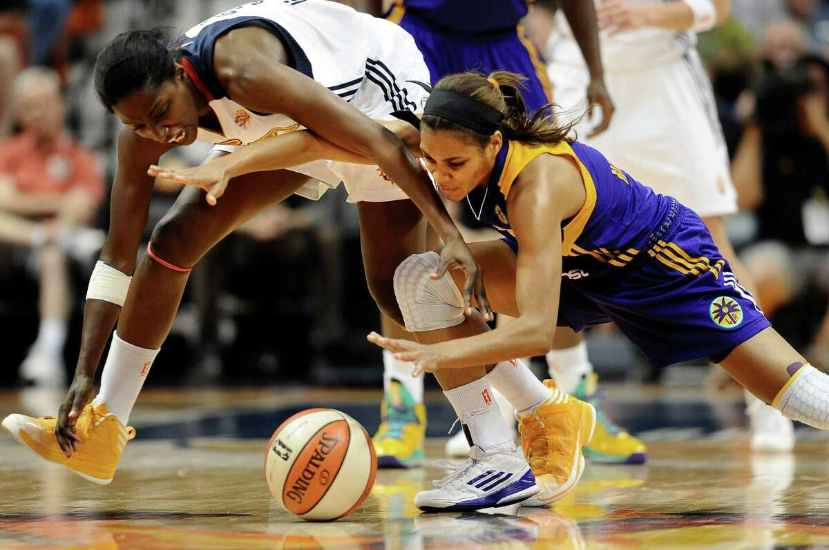 Connecticut Sun's Kalana Greene, left, and Los Angeles Sparks' Lindsey Harding, right, chase a loose ball during the second half of a WNBA game in Uncasville, Conn., on Aug. 6, 2013.