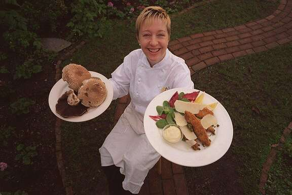 PORTOBELL0/C/02JAN96/FD/YIP-Chef Wendy Brucker of Rivoli in Berkeley holds her popular fritters made of portobello mushrooms. BY RUSSELL YIP/THE CHRONICLE