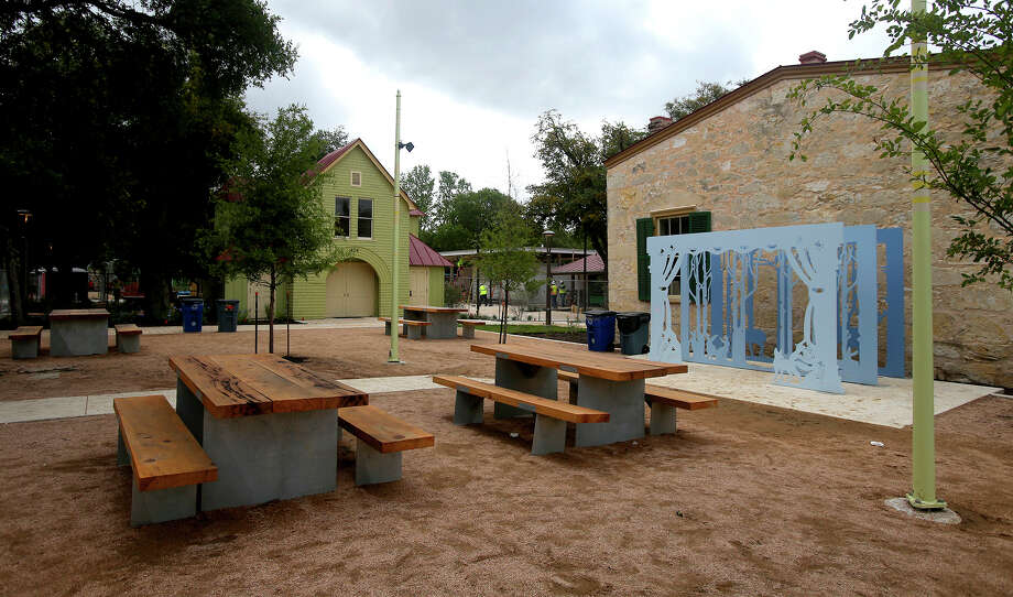 Communal areas such as this one will be situated throughout the Yanaguana Garden space at HemisFair Park. Photo: John Davenport /San Antonio Express-News / ©San Antonio Express-News/John Davenport