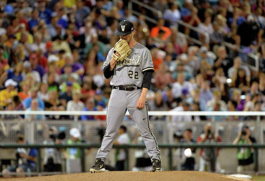 Vanderbilt pitcher Philip Pfeifer tries to regroup after allowing a two-run single by Virginia's Thomas Woodruff during the decisive sixth inning. Photo: Ted Kirk, FRE / FR34398 AP
