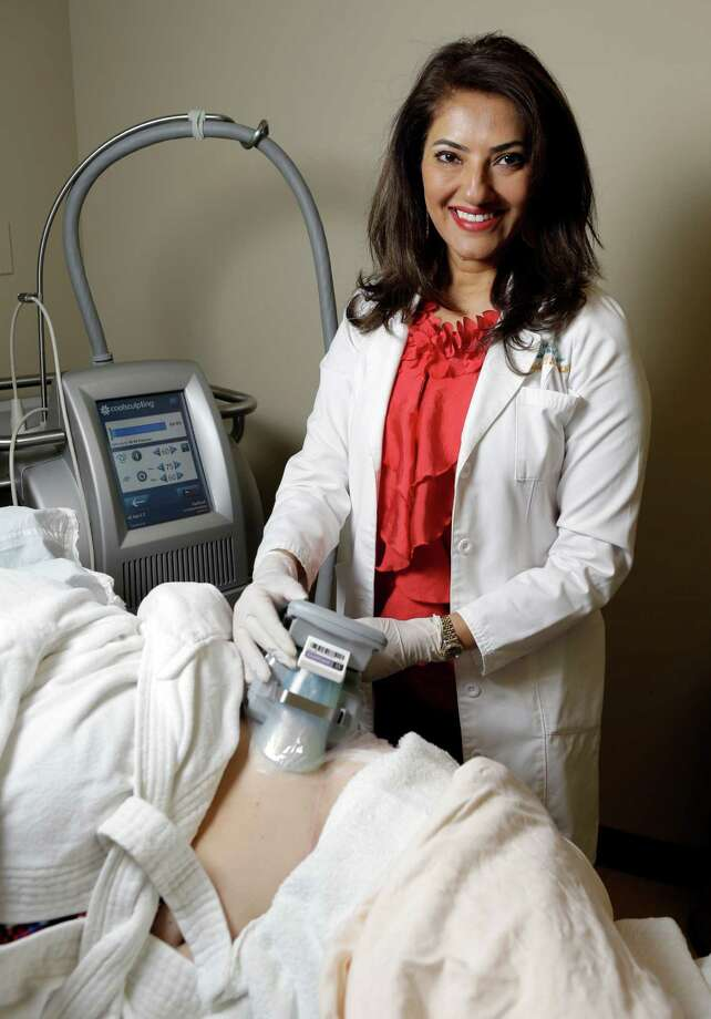 Dr. Shelena Lalji uses the CoolSculpting applicator to freeze a patient's fat cells. The procedure is designed to target exercise-resistant areas. Photo: Melissa Phillip, Staff / © 2015  Houston Chronicle