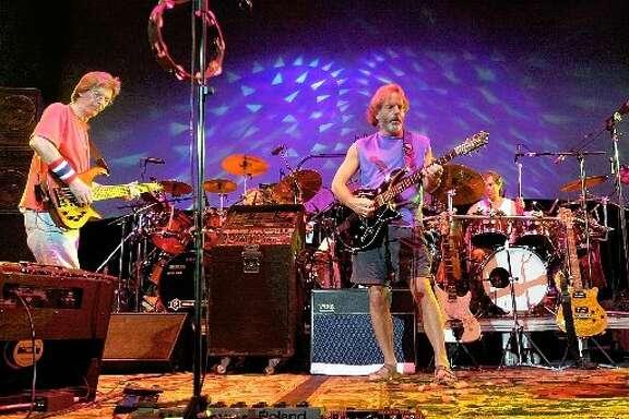 The Dead play a 2002 reunion concert