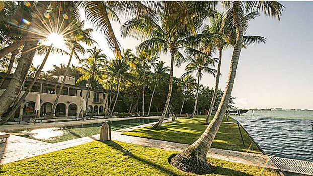 Phil Collins recently purchased this posh waterfront luxury home in Miami Beach for $33 million. The home was previously owned by Jennifer Lopez. Photo: Courtesy Photo/Redfin.com