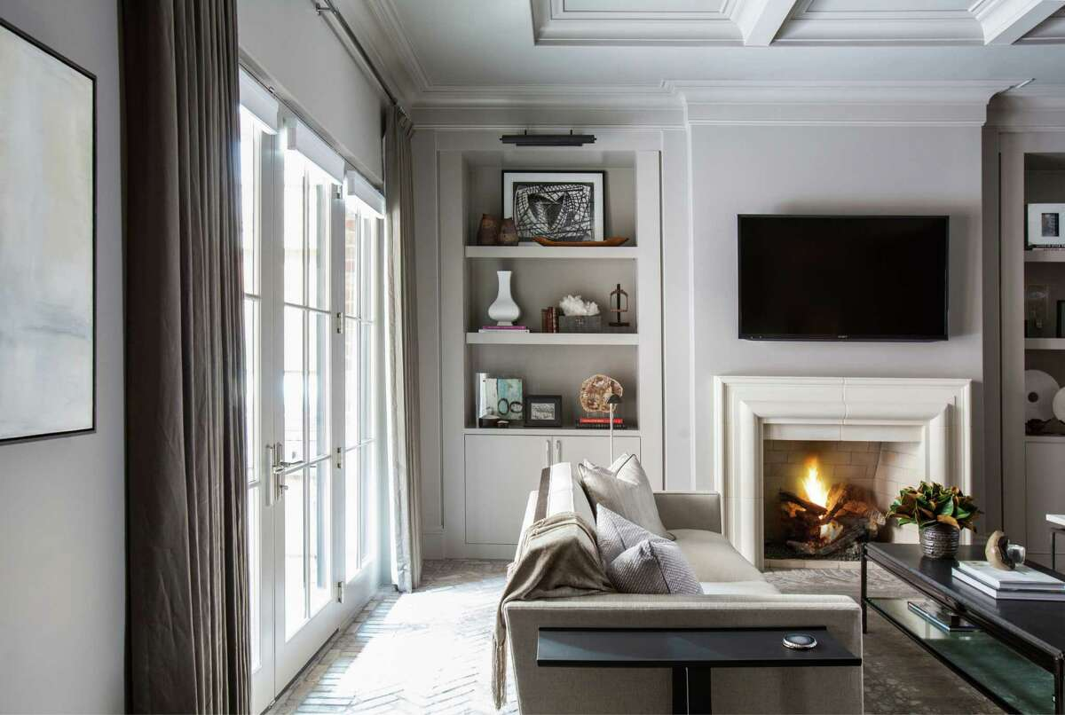 3. Choose sophisticated neutral colors. A fresh coat of paint is a great way to make sure your house looks fresh and put together. Now is not the time to experiment with any new trendy colors. Whites or rich mid-tone neutrals provide a blank canvas so that prospective buyers can imagine their own décor in place. You don't want to distract buyers with your own personal style. The same goes for bedding in the master bedroom. You can't go wrong with clean, crisp, gender-neutral linens and tasteful artwork.