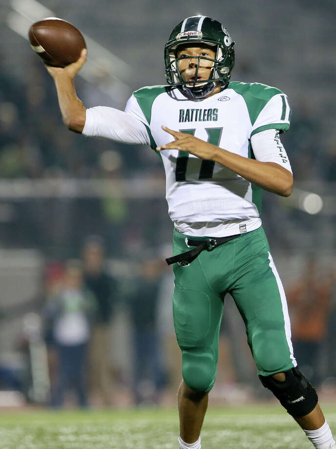 Reagan's Kellen Mond gets off a pass during the first half of their Class 6A Division I state quarterfinal game with Judson at Rutledge Stadium on Friday, Dec. 5, 2014. Photo: Marvin Pfeiffer /San Antonio Express-News / Express-News 2014