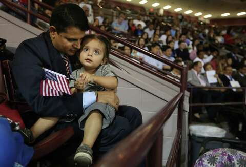 Ceremony welcomes new US citizens - Houston Chronicle