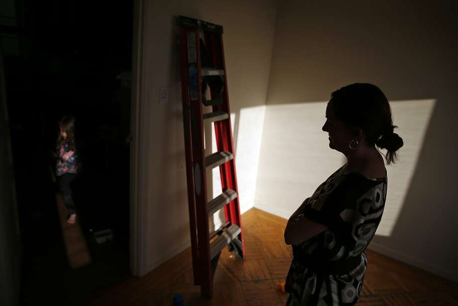 Kelly Dwyer watches her daughter, Saoirse, 5, as she prepares to move out of the family residence in San Francisco, Calif., on Wednesday, June 24, 2015. Photo: Scott Strazzante, The Chronicle