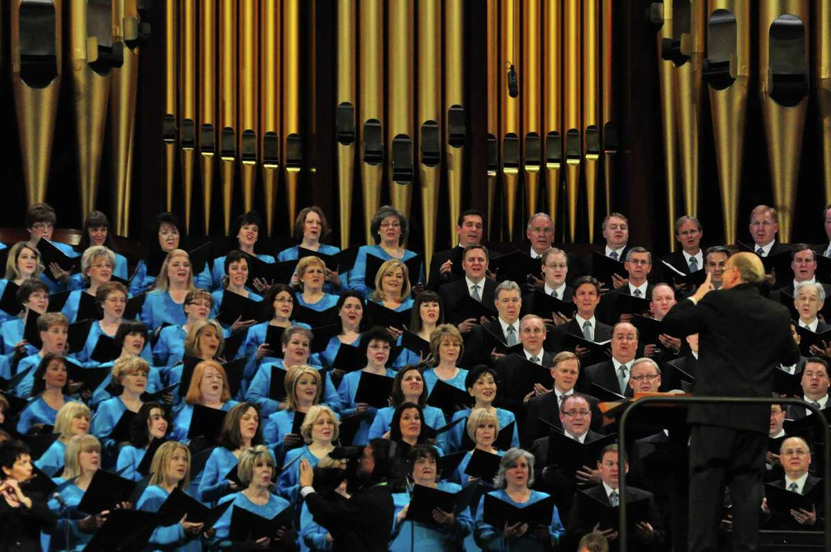 Mormon Tabernacle Choir and Music Director Mack Wilberg. (MTC publicity photo.)
