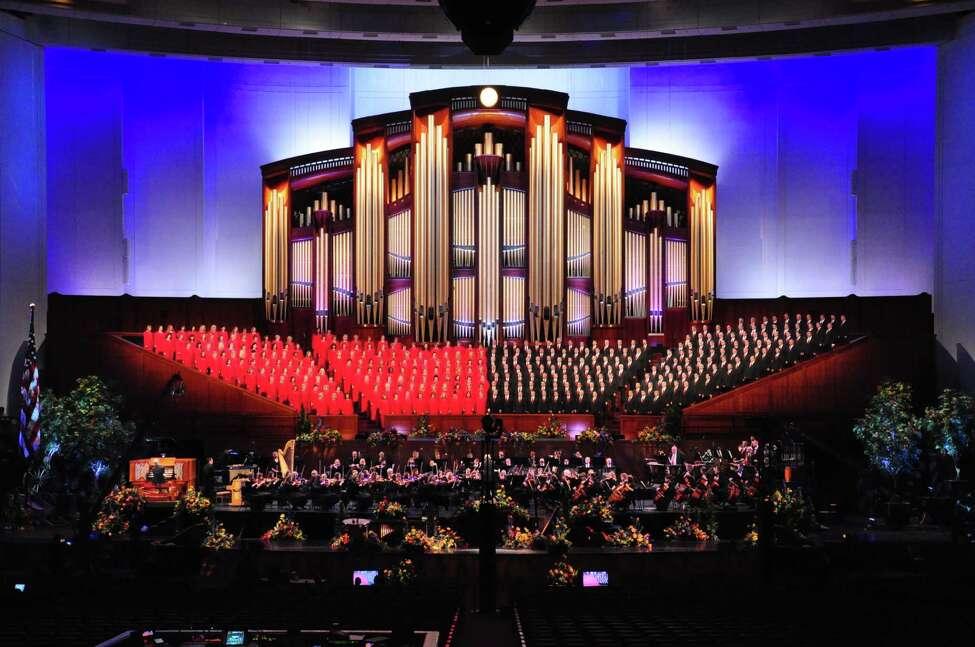 Mormon Tabernacle Choir. (MTC publicity photo.)