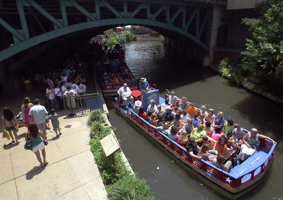 Crowds of people line up to ride in the Rio San Antonio Cruises July 2, 2012, at the River Walk. Photo: Express-News File Photo / SAN ANTONIO EXPRESS-NEWS