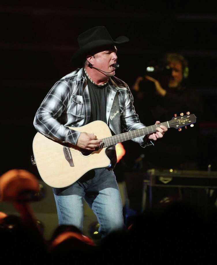 Garth Brooks performs at the Toyota Center Friday, June 26, 2015, in Houston. Photo: Jon Shapley, Houston Chronicle / © 2015 Houston Chronicle