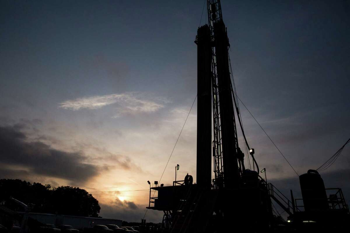 An oil rig operates in Lavaca County in South Texas. The U.S. rig count dropped by four last week, Baker Hughes reported. (Carolyn Van Houten/San Antonio Express-News)