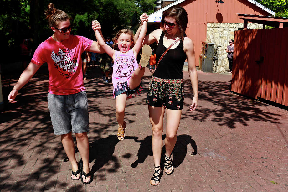 Megan Maxwell, left, and her fiancee, Kristin Maxwell, visit the San Antonio Zoo with their daughter, Kenleigh, 4, on Thursday, June 25, 2015. The Maxwells have been together for six years after meeting in high school and have been engaged for three years. Photo: Lisa Krantz,  Staff / SAN ANTONIO EXPRESS-NEWS / SAN ANTONIO EXPRESS-NEWS