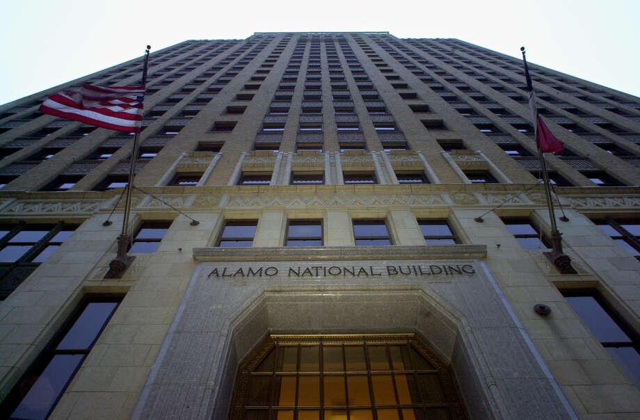 METRO The Alamo National Building at 105 S St Mary's Street. STAFF GLORIA FERNIZ Photo: GLORIA FERNIZ, STAFF / SAN ANTONIO EXPRESS-NEWS / SAN ANTONIO EXPRESS-NEWS