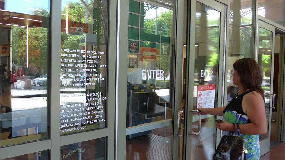 A public entrance to the Bexar County's Paul Elizondo Tower is posted with a warning saying licensed concealed weapon are not allowed. Photo: John W. Gonzalez /San Antonio Express-News