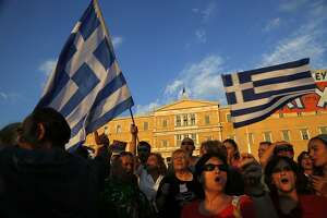 Bank controls take effect in Greece as financial crisis intensifies - Photo