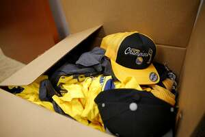 Counterfeiters made splash on Warriors' gear, feds say - Photo