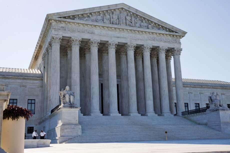 La Corte Suprema de EE.UU. se negó el lunes 29 de junio a permitir que Texas aplique restricciones que llevarían al cierre de 10 clínicas para abortos en el estado. Las siguientes fotos y mapas te darán una idea sobre cómo ha  ido disminuyendo la cantidad de proveedores de servicios de abortos en Texas. Photo: Jacquelyn Martin, Associated Press