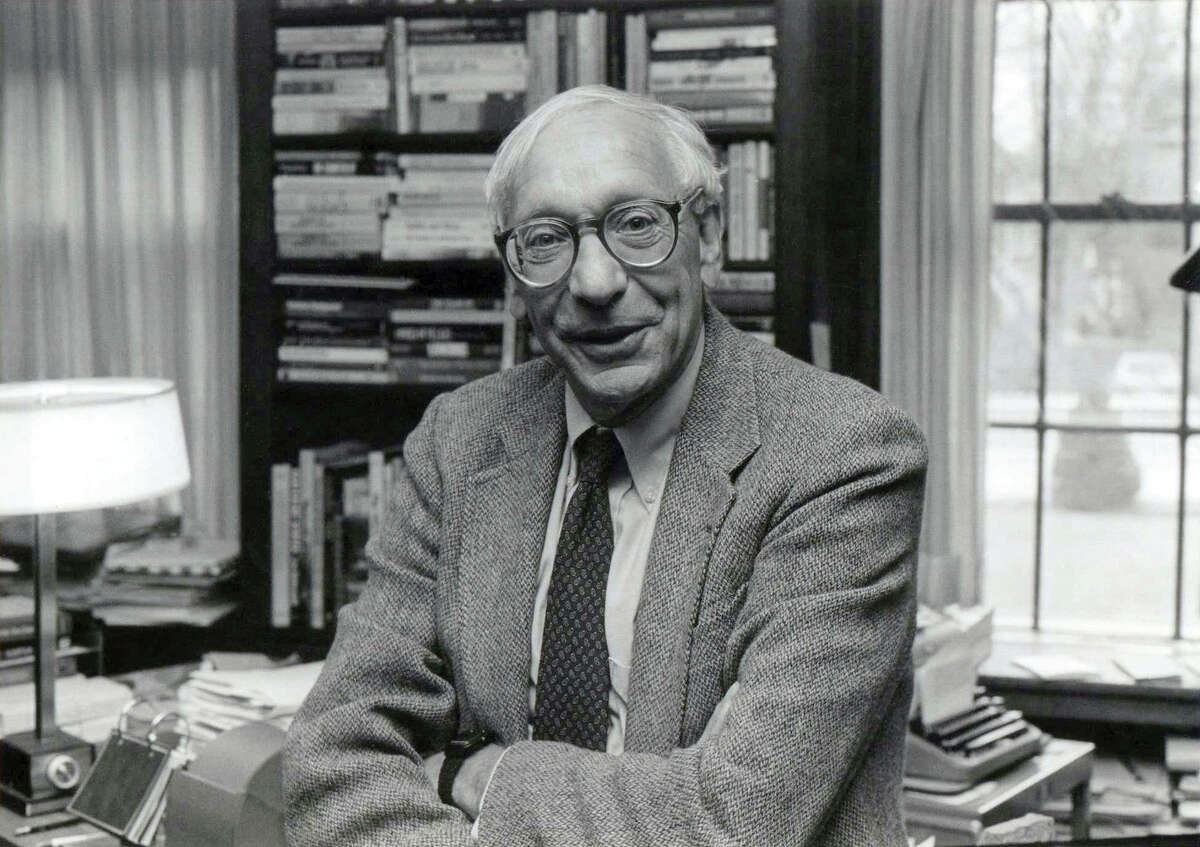 Howard Simons Union College, class of 1951 B.A., English Simons was the managing editor at the Washington Post at the time of the Watergate Scandal. Reports say he was the first one in the newsroom to take the call about the Watergate break-in and he is credited with aggressively pursuing the story and guiding the reporters through the paper's coverage of the scandal.