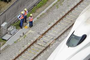 2 dead after man sets self on fire on Japanese bullet train - Photo