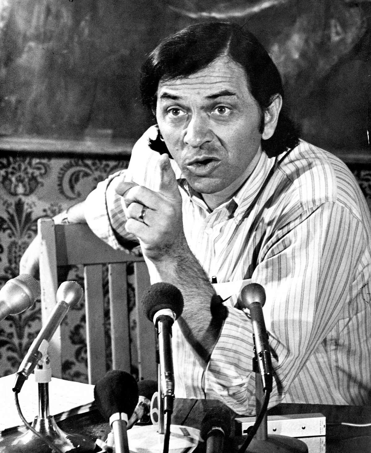 1971: Rock promoter Bill Graham during a press conference.