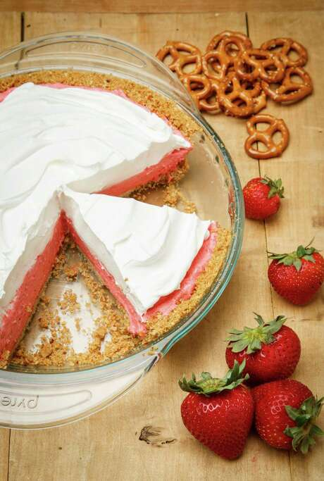 Strawberry-Pretzel Icebox Pie Photo: Michael Paulsen /Houston Chronicle / © 2013 Houston Chronicle