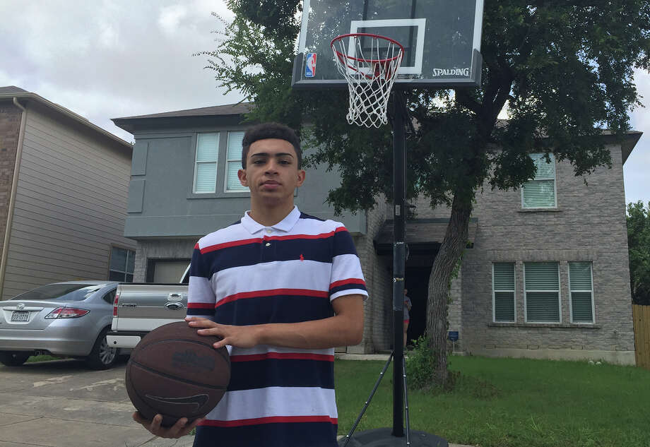 Reuben Singleterry, a sophomore at Madison, is overcoming encephalitis and is bound and determined to try out for the JV basketball team this year. Photo: Roy Bragg /San Antonio Express-News / San Antonio Express-News