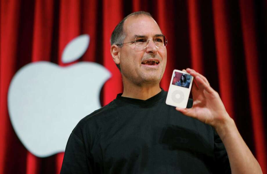 FILE - In this Oct. 12, 2005 file photo, Apple Computer Inc. CEO Steve Jobs holds up an iPod during an event in San Jose, Calif. Jurors in a class-action lawsuit against Apple Inc. on Tuesday, Dec. 2, 2014 saw emails from the late CEO and his top lieutenants that show Jobs was determined to keep Apple's popular iPod music players free from songs that were sold by competing online stores. (AP Photo/Paul Sakuma, File) Photo: Paul Sakuma, STF / AP