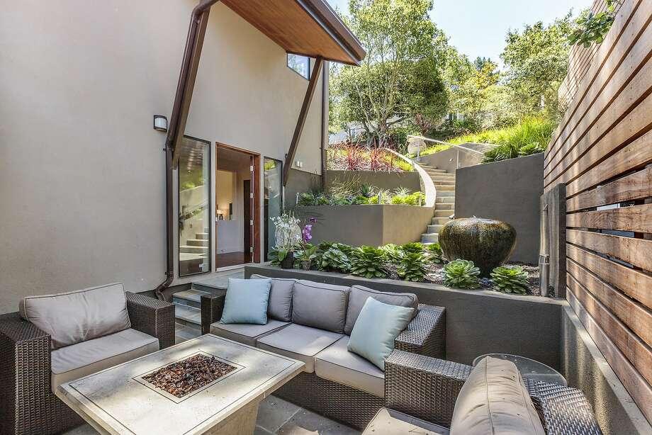 New Patios, Interior Color Scheme Define Oakland View Home