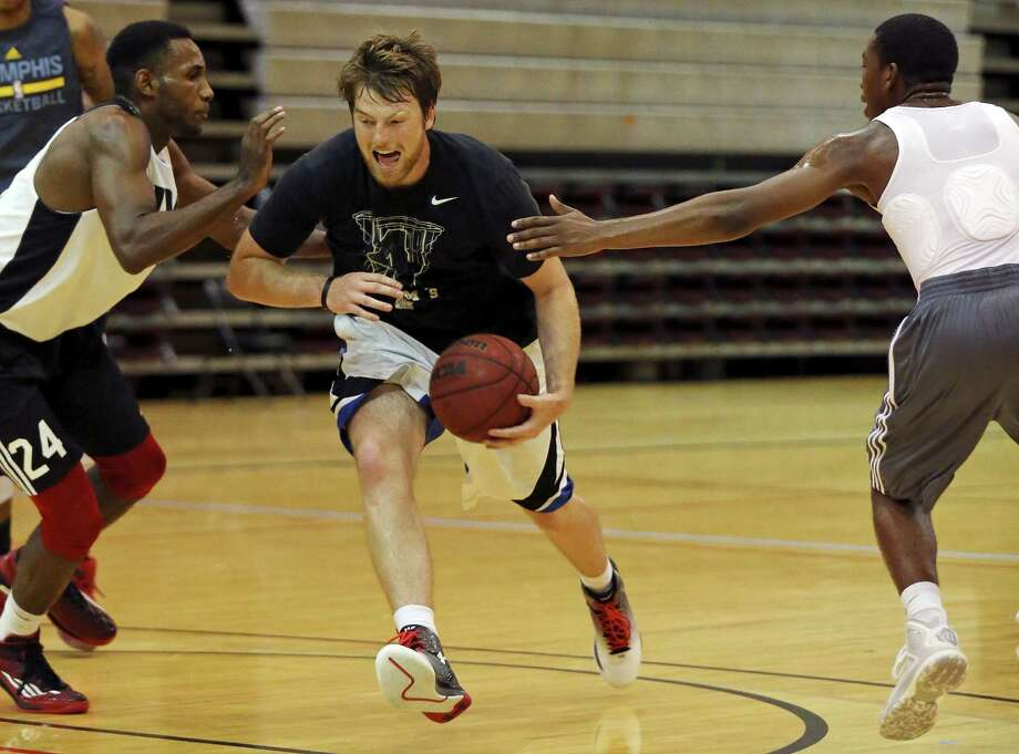 University of the Incarnate Word's Kyle Hittle (center) looks for room between University of the Incarnate Word's Phillip Johnson (left) and University of the Incarnate Word's Jontrell Walker (right) during a workout Monday June 29, 2015 at the McDermott Center. Photo: Edward A. Ornelas /San Antonio Express-News / © 2015 San Antonio Express-News