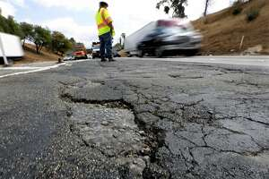 Gov. Brown faces rough road in quest to repair California's freeways - Photo