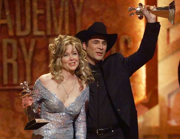 Houston welcomes clint black home for freedom over texas for Is clint black and lisa hartman still married